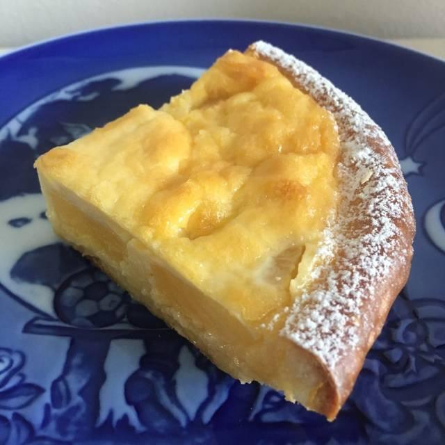 大人気のケーキ屋さんトシ・ヨロイヅカ(Toshi Yoroizuka)でダントツにコスパが良いのがタルトシュクル、なんと1ホールで1000円