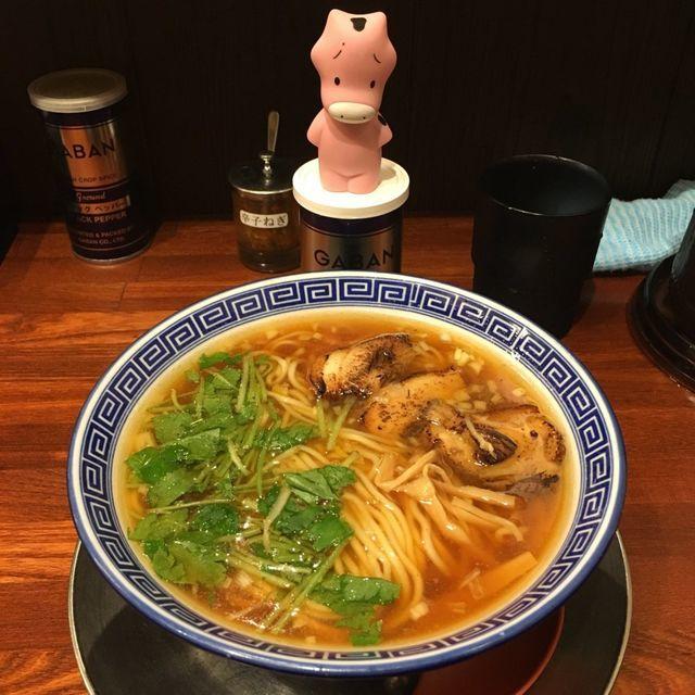 醤油らあめんを注文 甘さもある優しい魚介系スープ