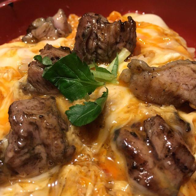 浜松町ランチ|宮崎地鶏炭火焼車の親子丼は、香ばし鶏肉ととろふわ玉子が絶品