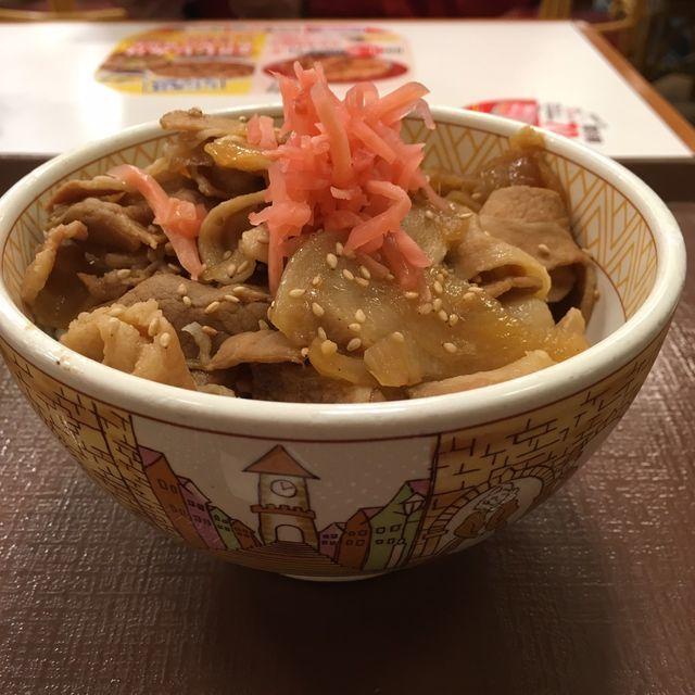 すき家の「豚生姜焼き丼」550円は「豚丼」より高い…おいしいの?違いは?