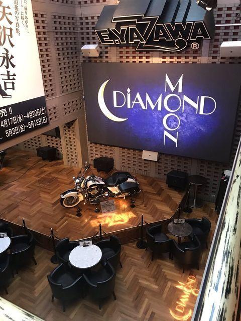 矢沢永吉の公式ショップ「ダイアモンドムーン」のカフェスペースでお茶しよう