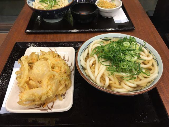 丸亀製麺のかけうどん|290円で本場さぬきのツルシコうどんをご賞味あれ!