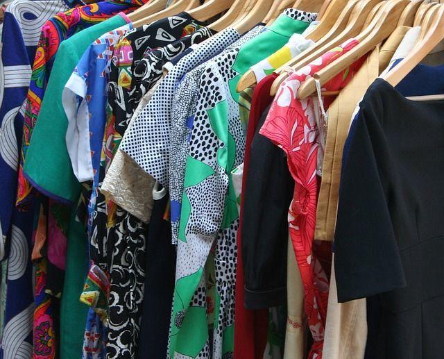 洋服の断捨離のコツは、捨てる前の行動にあった!?整理収納アドバイザーが教える、捨てられない服をなくすために最初にするべき整理収納法とは…