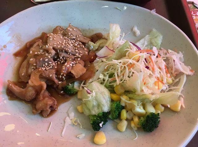 すき家の「豚生姜焼き朝食」はメニューに掲載された写真と比べて肝心の豚のしょうが焼きが少ない
