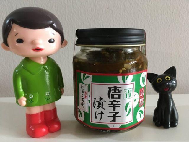 京都駅「近鉄みやこみち」に出店している京都じゃこ兵衛の「青唐辛子漬け」は、京都人は知らないマイナー商品ながらうまい
