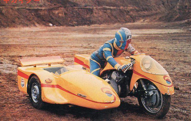 公道を走るキカイダーバイクの完成度スゲー!サイドカーにライダースーツまで完璧