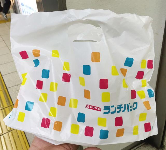 魅力その4:ランチパック専門店「ランチパックSHOP 池袋店」オリジナルショッピングバッグに入れてもらえる