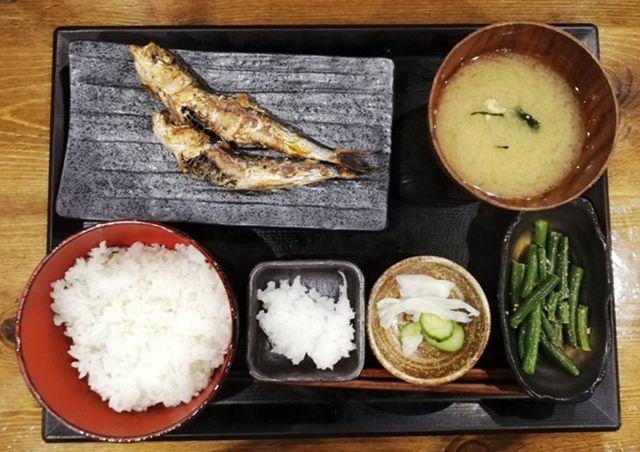しんぱち食堂朝定食「いわし定食」|炭火焼で香ばしい大ぶり鰯が2匹