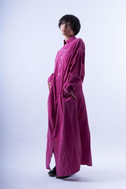 タック縫いを多用して体系をカバー、纏い式『長衣』