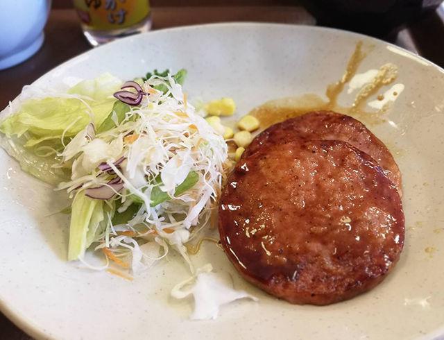 すき家の朝ごはん「あらびきソーセージ朝食」は、朝マックやてりやきバーガー好きにオススメ