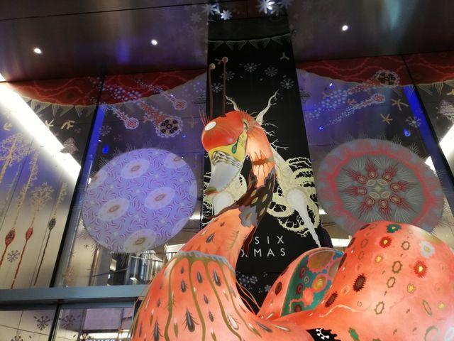 2019クリスマスのギンザシックス(GINZA SIX)は、巨大クジラのアート展示