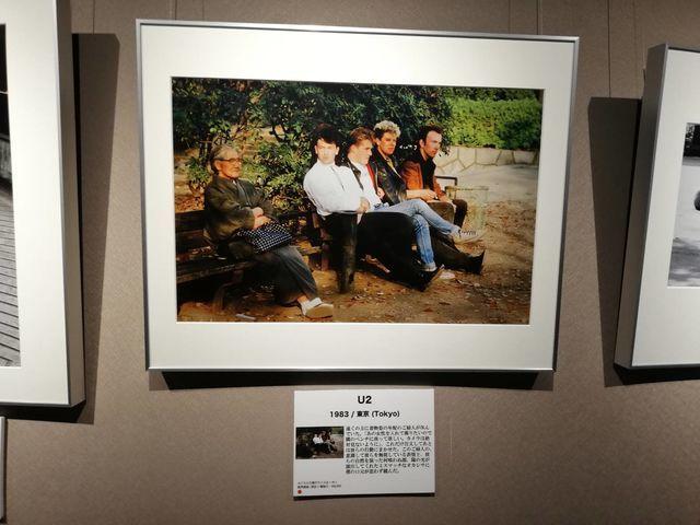 長谷部宏(はせべこう)による、U2とおばあさん