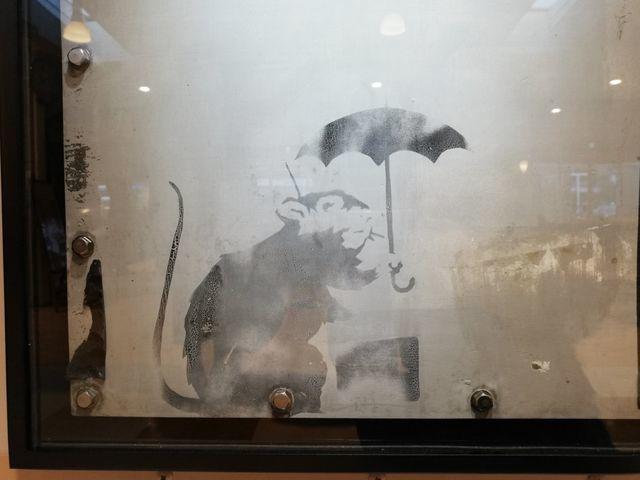 日の出港にバンクシーのねずみが帰ってきた 無料&至近距離でアート鑑賞できる