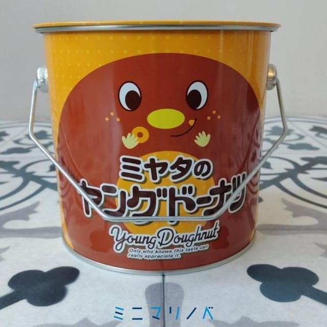 裏面:ミヤタのヤングードーナツBIG缶ミニ|アミューズメントプライズ品