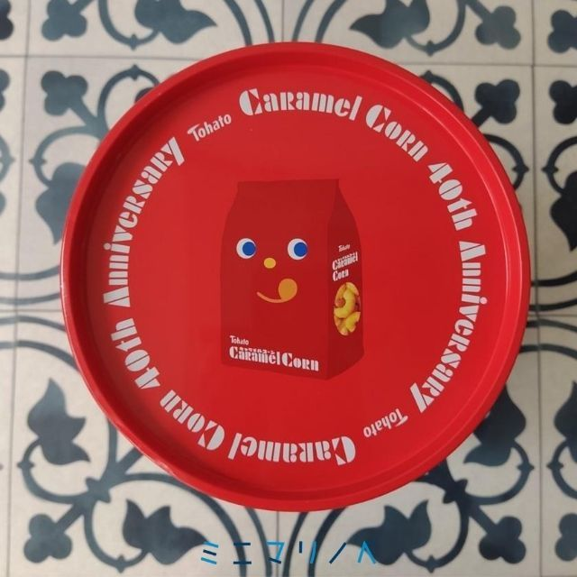 上面:かわいい缶:東ハト キャラメルコーン特大ペール缶の写真