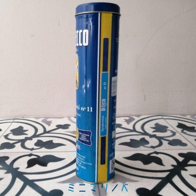 【ディチェコの缶入りパスタのパスタ保存缶、サイドの写真】