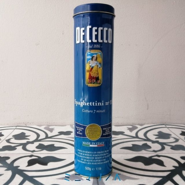 【ディチェコの缶入りパスタのパスタ保存缶の正面写真】