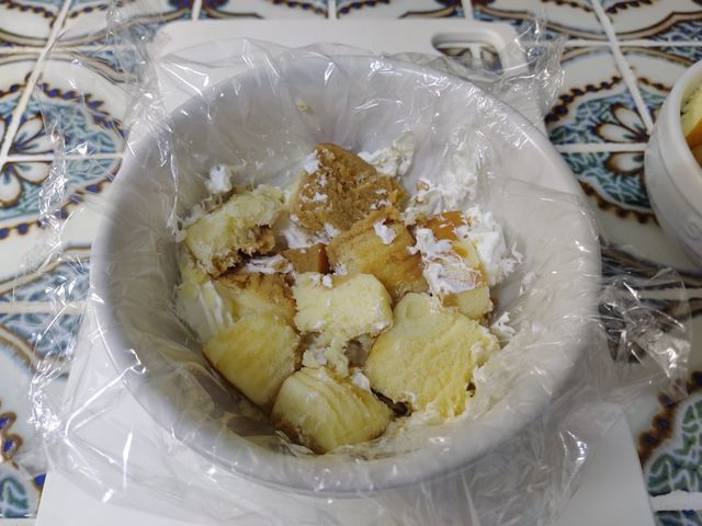 その4:チーズ蒸しケーキをボウルに詰める マルチーズケーキレシピ