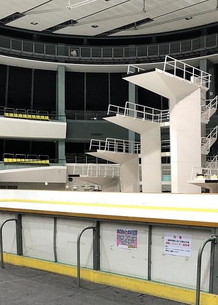 サブリンクの横に3つの高さの違う飛び込み台がある。