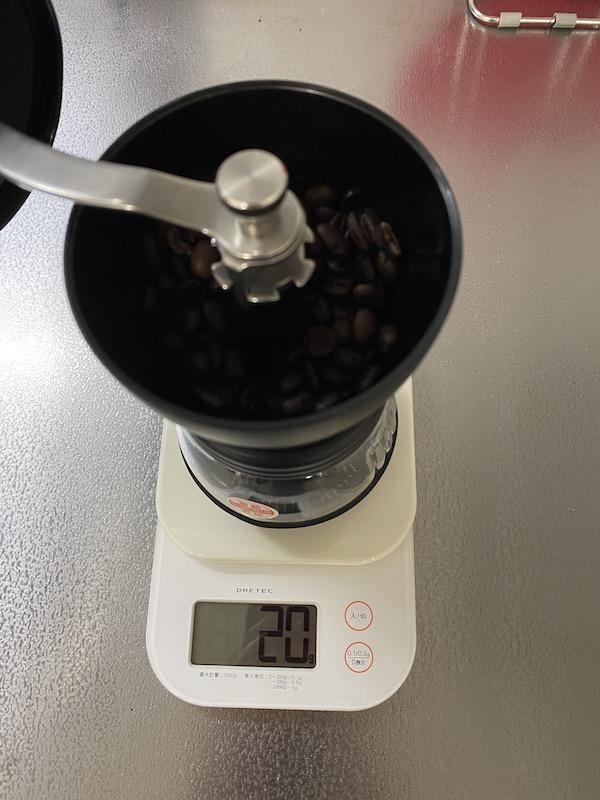 HARIO(ハリオ)手挽き コーヒーミル 豆を量る