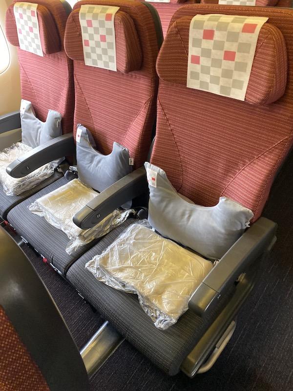 JAL JL010 エコノミークラス