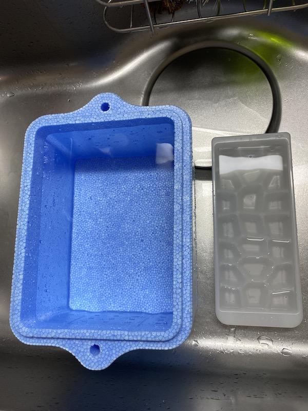 クーラーボックス vs 製氷器 水入れた後