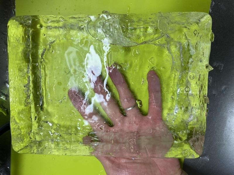 透明な氷 成形前