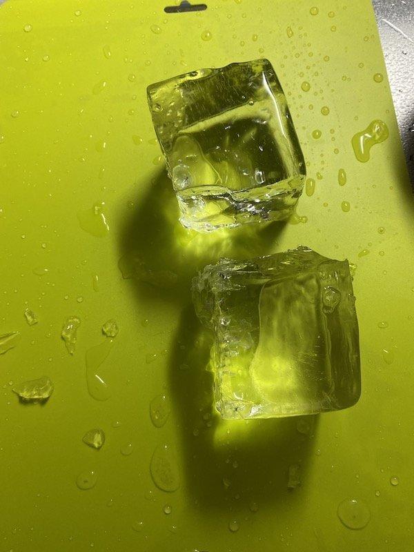 成形後の氷 カット