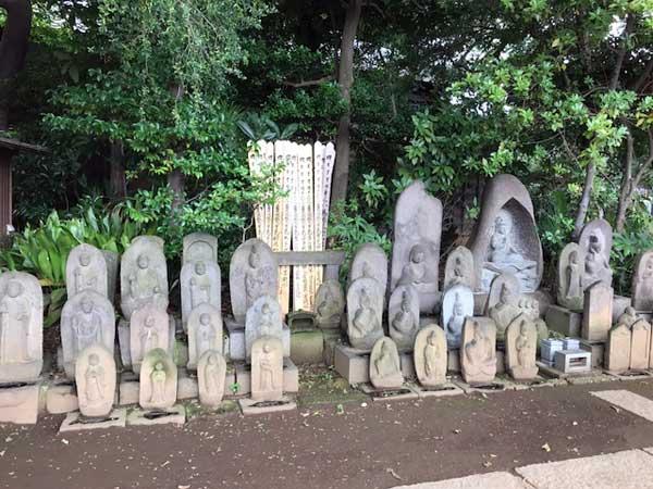 西光寺にある石仏群