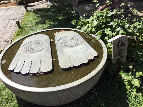 鎌倉長谷寺の仏足石