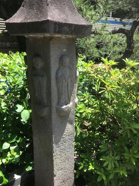 西雲寺の地蔵塔