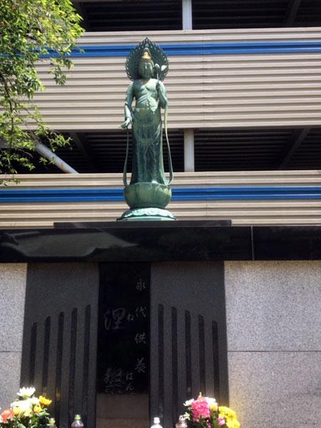 永代供養塔の涅槃堂
