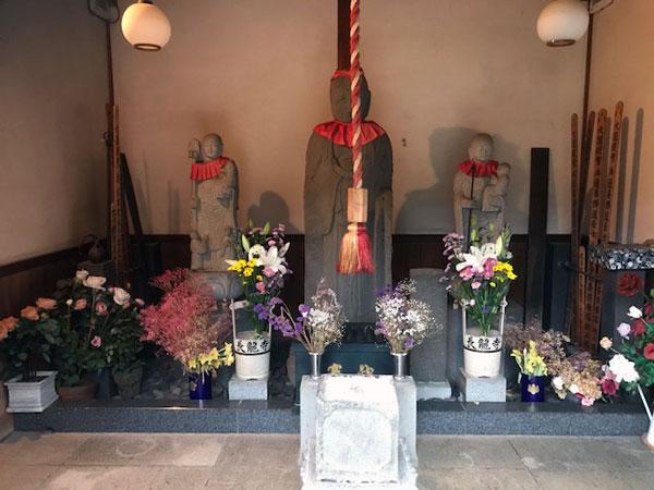 高円寺 長龍寺の3体のお地蔵さん