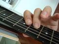 [A]2弦5フレットE、3弦6フレットC#(Aメジャー)
