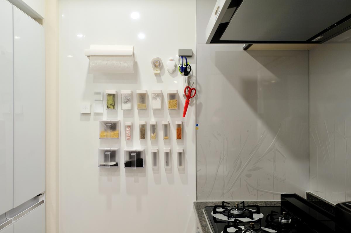 キッチンの壁をホワイトボードに