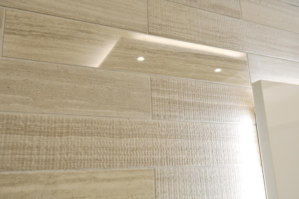部屋の壁のタイル