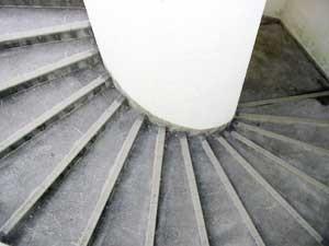 らせんらせん回る階段