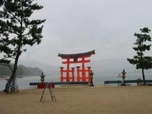 雨の厳島神社・大鳥居