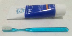 歯磨き粉(クリニカマイルドミント)と歯ブラシ(サムフレンド RG180 middle)