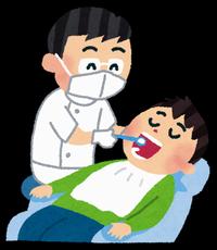 歯医者が男性患者を治療中