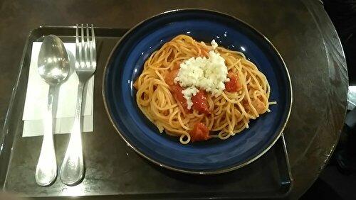 サンマルクカフェ8月の新作モッツァレラチーズとベーコンのトマトパスタの画像