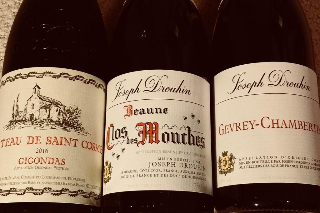 ワインが3本並んでいる。左からCH Saint Cosmetic Gigondas 2016、Maison Joseph Drouhin Clos Mouche 2015、Maison Joseph Drouhin Gevrey Chambertan 2013とラベルに書いてある。