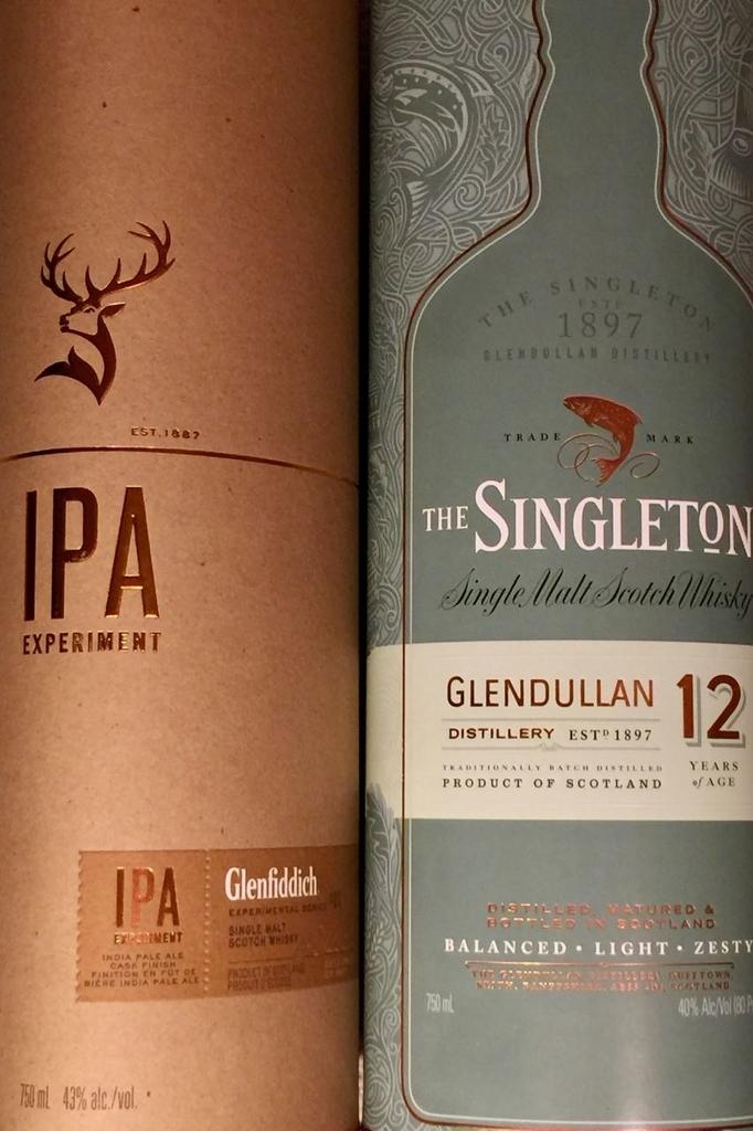スコッチウイスキーのグレンフィデックとシングルトン。