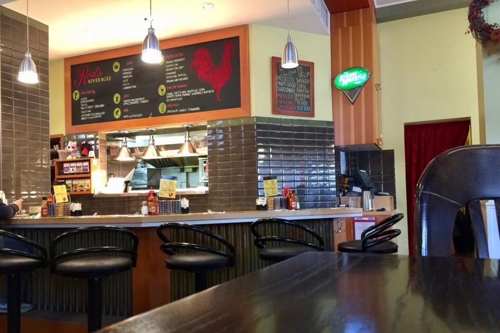 カルガリーのレストランRed's Dinerの店内。