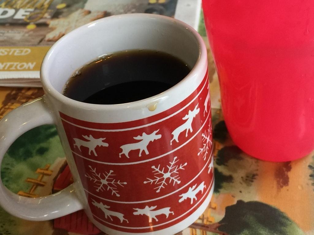 カルガリーのレストランネリーズコズミックカフェのコーヒー
