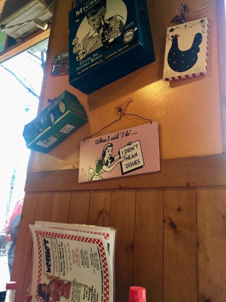 カルガリーのレストランネリーズコズミックカフェの店内