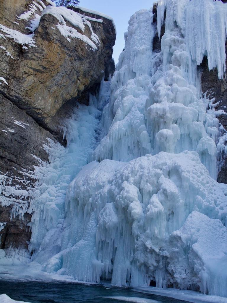 アッパーフォールズの落差のある滝