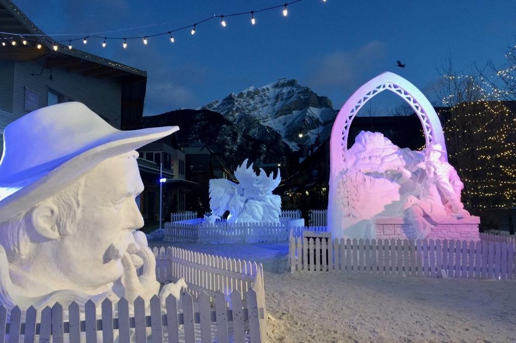 バンフの雪像