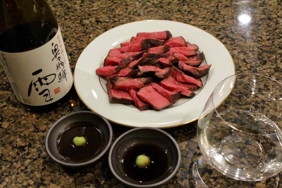 カナダビーフのステーキと日本酒