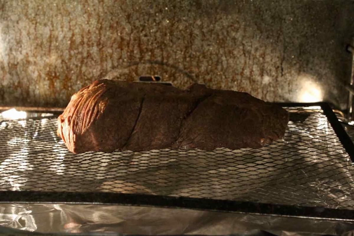 230℃のオーブンで肉を焼く